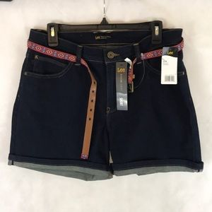 Lee Midrise Fit Belted Shorts Size 14